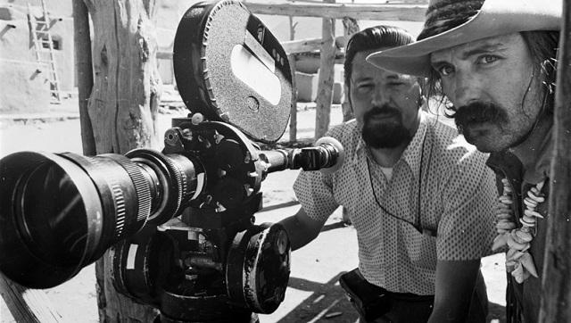 El director de fotografía László Kóvacs experimentó con teleobjetivos y distintos tipos de película para lograr imágenes al límite en Easy Rider [1969], de Dennis Hopper.